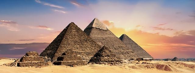 pyramids-2371501_640.jpg
