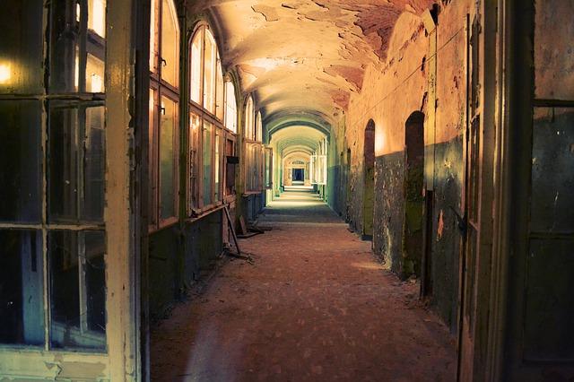 corridor-598319_640.jpg